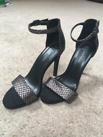 Size 4 women's heeled shoes