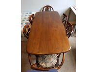 VINTAGE ELM ERCOL DINING TABLE AND 6 CHAIRS (2 ARMCHAIRS) IN FLEUR-DE-LIS DESIGN
