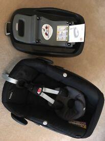 REDUCED PRICE Maxi-cosi Pebble (Group 0+) car seat (black) and Maxi-cosi FamilyFix isofix base