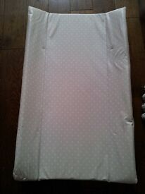 MOTHERCARE UNIVERSAL COT TOP CHANGER - EXCELLENT CONDITION