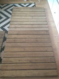 Wooden decking 90cmx90cm