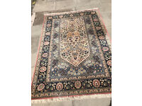 Rug , in good condition . Size 195cm x 136cm 100 % wool Feel free to view