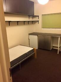 Ensuite double room .near East Ham station.available Immediately