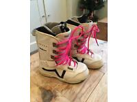 Womens Vans snowboard boots UK 6
