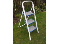 NICE STURDY STEP LADDER ( AS NEW) FOR SALE. COULD DELIVER.