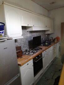 Kitchen units and.worktop kent canterbury 200 quid