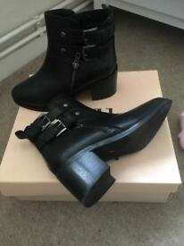 2x leather ankle boots! Brown and black £40 for both- been worn once