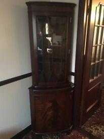 Corner cabinett