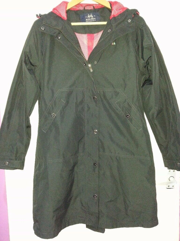 Jean paul genuine raincoatJean paul raincoat in like new used few tims can deliver or post!