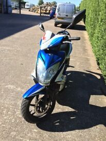 KYMCO SUPER 8 MOPED -/SCOOTER 50 CC BLUE AND WHITE -VERY GOOD CONDITION