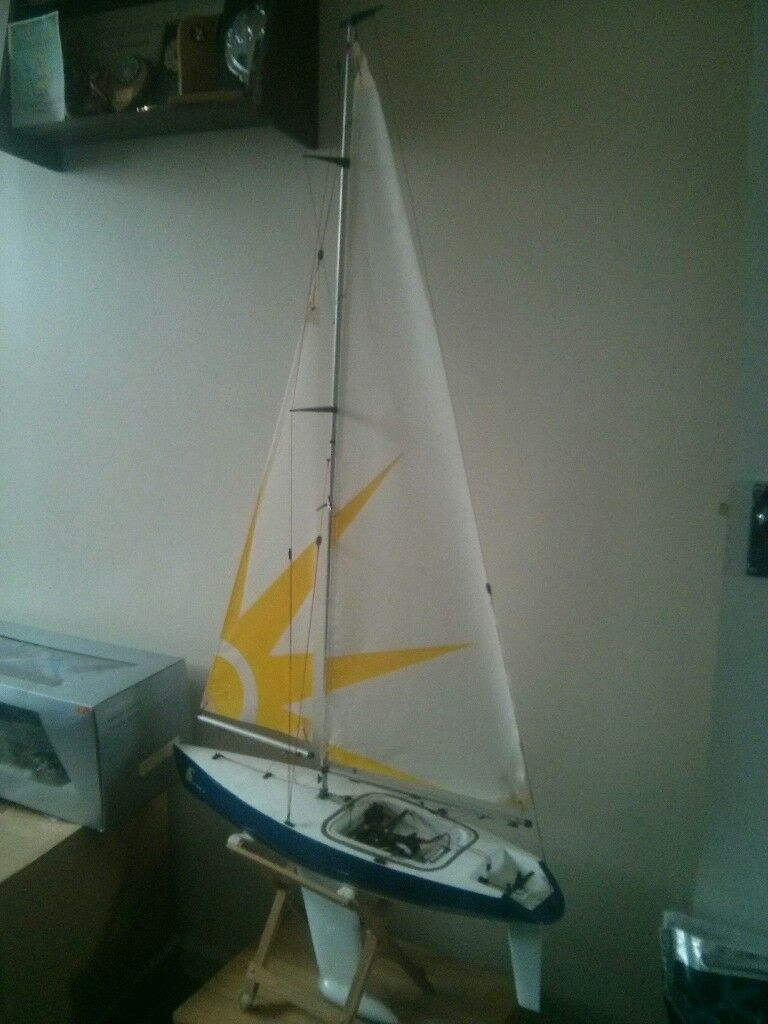 Remote Control Sailboat (Sunrise 24)