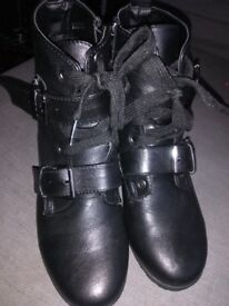 Short black boots size 5 almost new