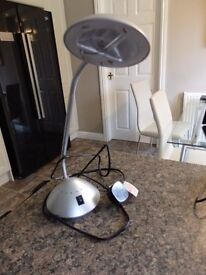 Adjustable desk lamp