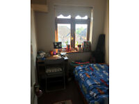 Lovely single room available in Romford ( Near Mawney Road)