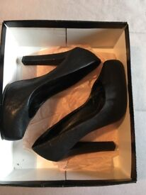 Size 40, black KG 5inch heels with textured surface