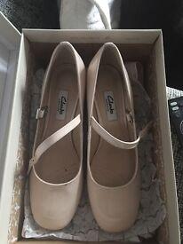 Clarke shoes size women 4