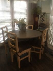 Expanding dining table and 4 chairs