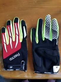BRAND NEW FREETOO Cycling Gloves (Medium)