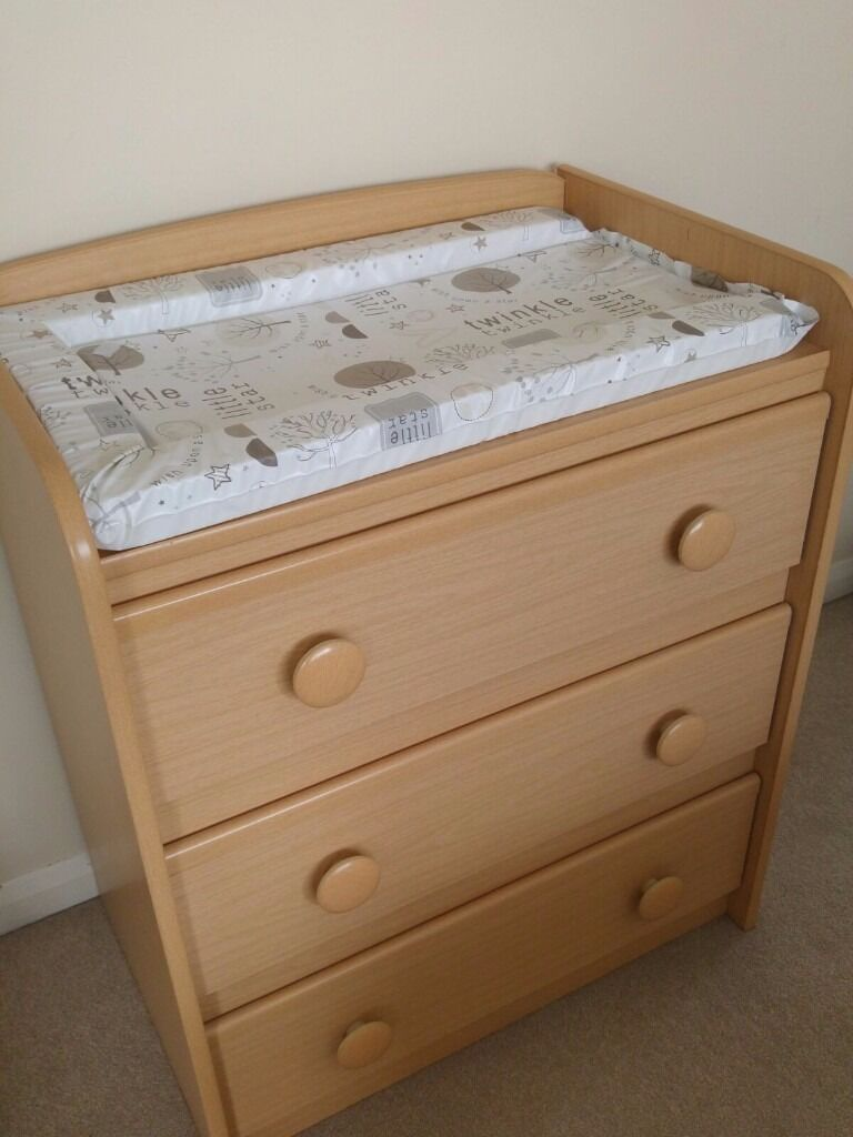 Baby changing unit, drawer, baby cupboard, baby changing table, baby furniture, storage unitin Watford, HertfordshireGumtree - Baby changing unit, drawer, baby cupboard, baby changing table, baby furniture Can be used as a normal drawer unit. Paid over £100 for it. In good condition. Pickup only. (can deliver at extra cost locally) Baby mat not Included. Smoke free, pet...