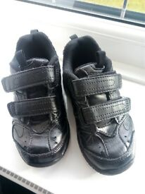 Hush Puppies - boys size 8.5 / EU26 - very good condition