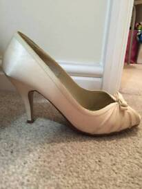 Cream shoes new look size 4