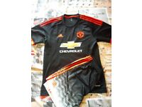 Manchester United Away Football shirt, with shorts, size Large