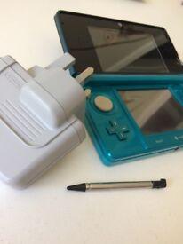 Aqua/Black Nintendo 3DS