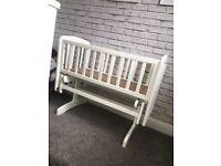 Baby swinging crib / cot
