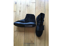 BRAND NEW - Adidas Yeezy 750 Boost Triple Black BLACKOUT Trainers Boots - SIZE UK 9.5