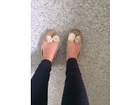 Well worn used women's ballet pump dolly shoes size 5
