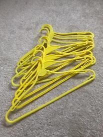 10 plastic coathangers