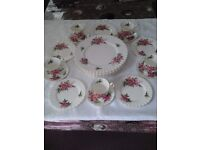 Royal Albert 'Prairie Rose' 20 piece (5 setting) Dinner / Tea Set (Gold trimmed-Pristine condition)
