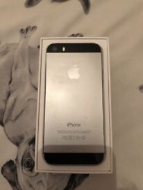 iPhone 5s 16GB 02 comes boxed with charger and chargeable phone case