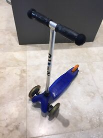 Micro scooter in blue in good condition