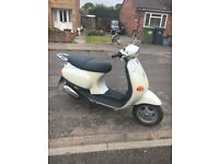 2002 Vespa ET2 Cinquanta 50cc Hardly used. 902 miles from new. Lovely bike.