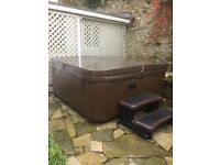 Luxury 5 person hot tub in immaculate condition, 2 yrs old