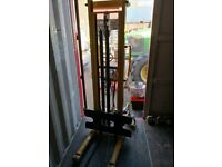 hydraulic manual stacker pallet truck