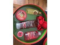 Body shop luxury strawberry gift set