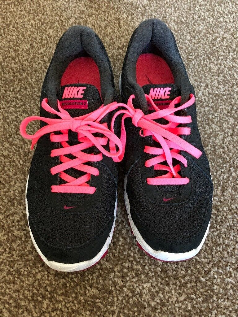 Nike Revolution 2 Women s Trainers Size 5  f565a85aa7