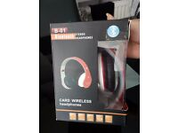 Excellent Condition Bluetooth Wireless Red White Headphones B-01 FM Radio