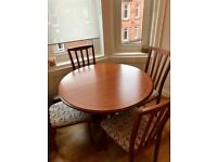 **Very nice extendible circular wooden dining table complete with 4 seats. G plan/Cath Kidston**