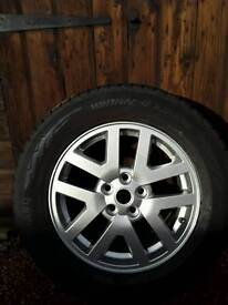 Land-rover discovery wheels and tyres