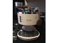 Delonghi coffee machine (almost new!!)