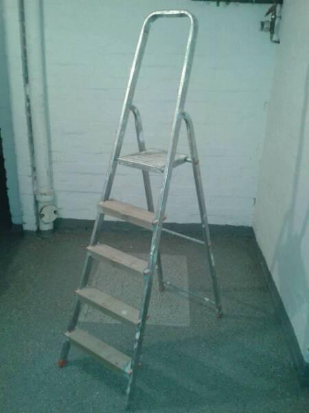 aluleiter 4 stufen in wandsbek hamburg rahlstedt heimwerken heimwerkerbedarf gebraucht. Black Bedroom Furniture Sets. Home Design Ideas