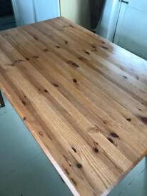 DINING TABLE. GOOD ORDER