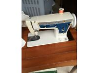 SINGER ELECTRIC SEWING MACHINE IN EXCELLENT CONDITION FOR SALE