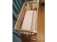 Baby crib + mattress +fitted sheet