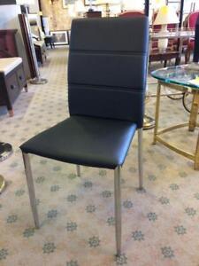 CHAISES A SALLE DE MANGER --- KITCHEN TABLE CHAIRS