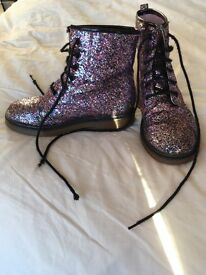 Girls boots, glitter detail in size 1