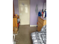 Large single room ,with all bills included in a friendly flat share